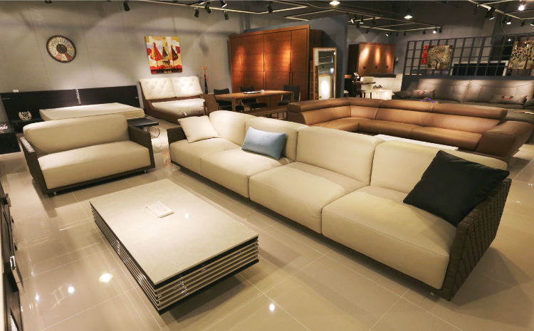 furniture-retailer-750-465